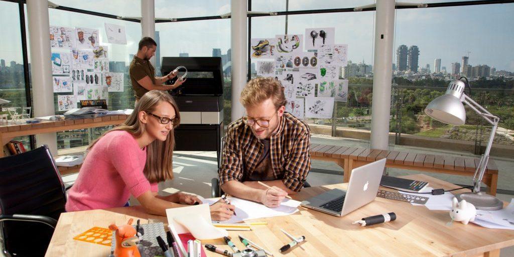 L'imprimante 3D de bureau Objet30 dans un bureau d'études